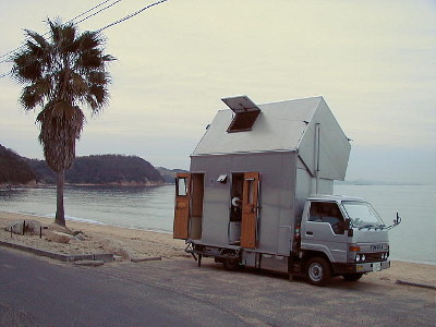 The Two-Storey Camping Car - (C) http://www1.ttcn.ne.jp/~gyo/English/index.htm