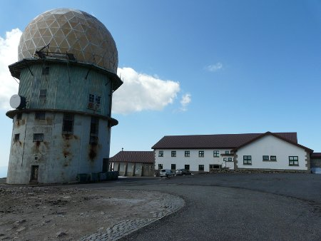 The Torre - the highest point in Portugal - is marked by a shopping complex and this slightly decrepit observatory