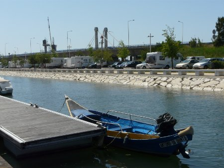 Parking by the canal in Aveiro - free and close to the town centre