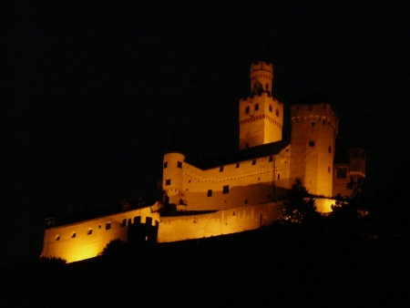 The castle above Braubach at night...