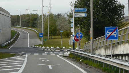 Turn right for England, 1km!