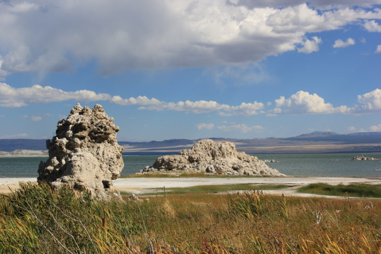 Tufa rock formations at Mono Lake