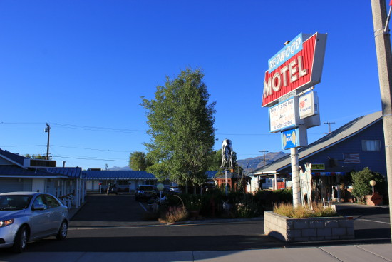 Bridgeport Redwood Motel